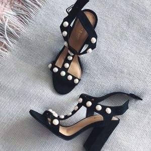 Black sandals heels with pearls